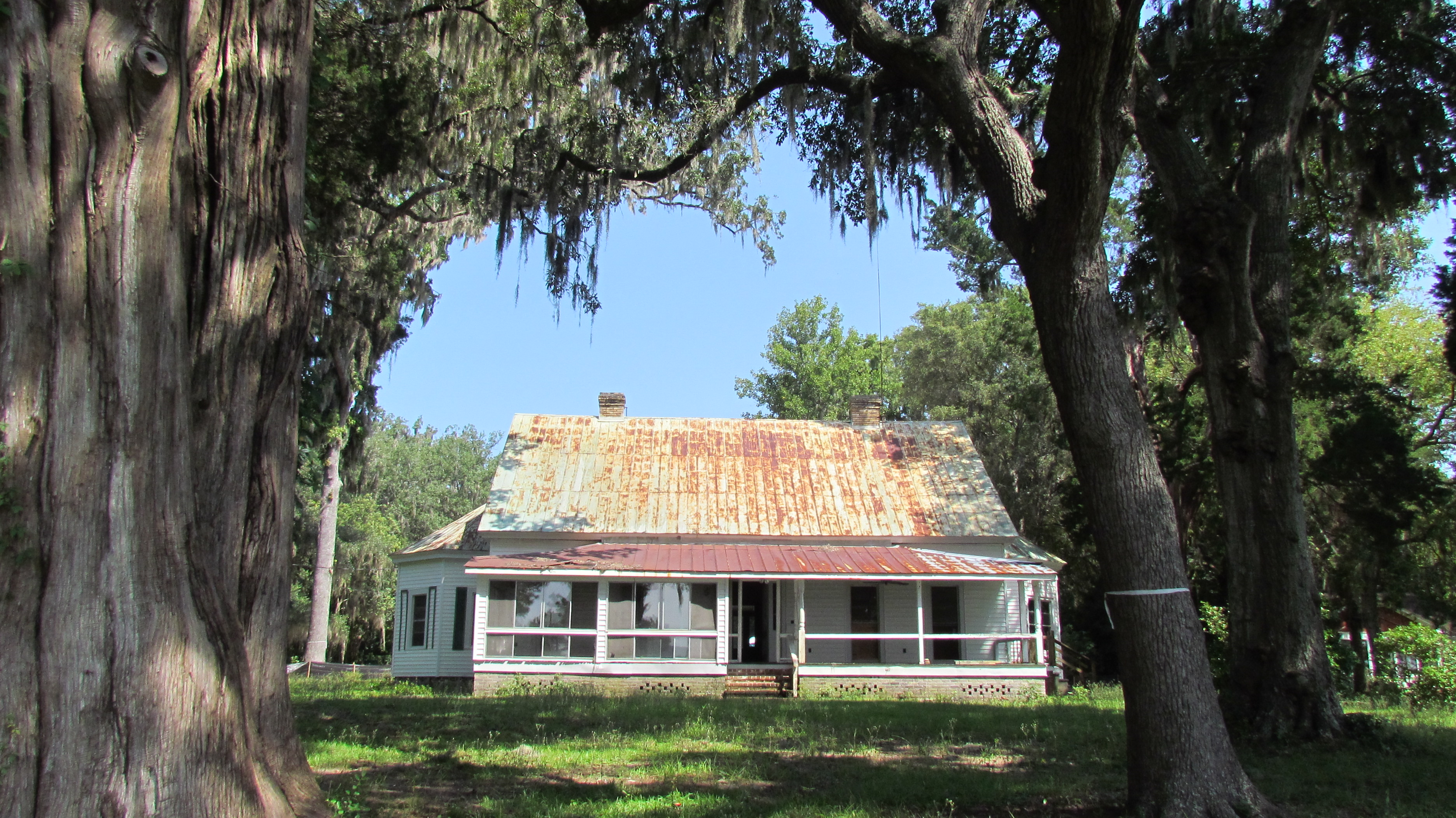 Cedar Bluff, An 1890s Historic Home On The May River In Bluffton, SC, In  2013 Prior To Renovations. Owners Joe U0026 Diana Zokan Donated The Old Metal  Roofing ...